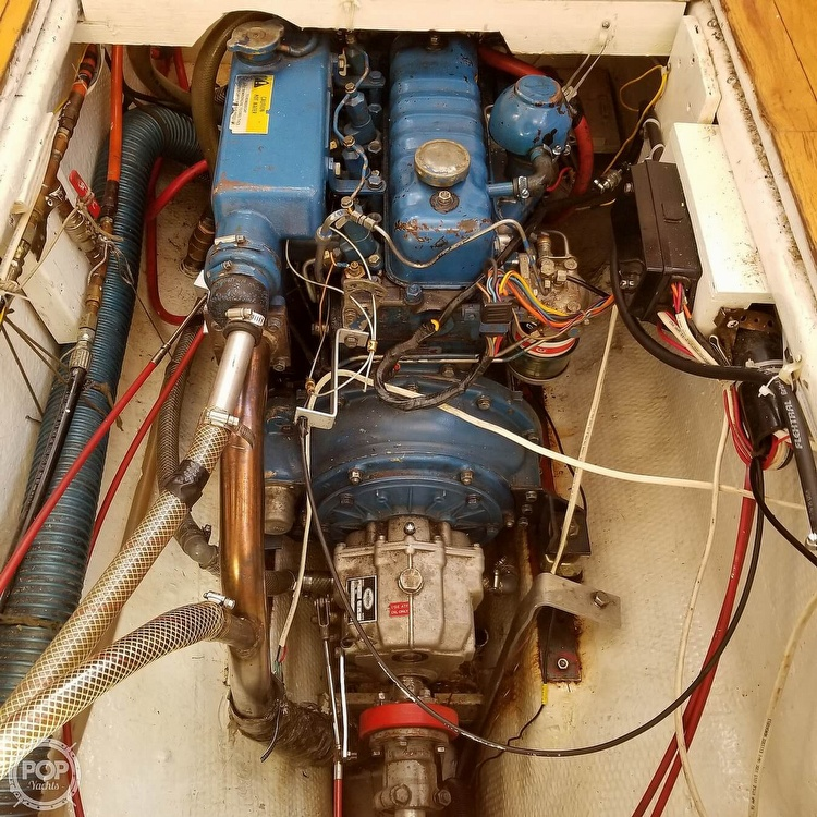 2001 Endurance boat for sale, model of the boat is 35 & Image # 17 of 40