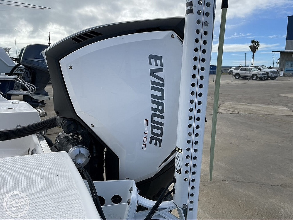 2018 Robalo boat for sale, model of the boat is R222 Explorer & Image # 13 of 40