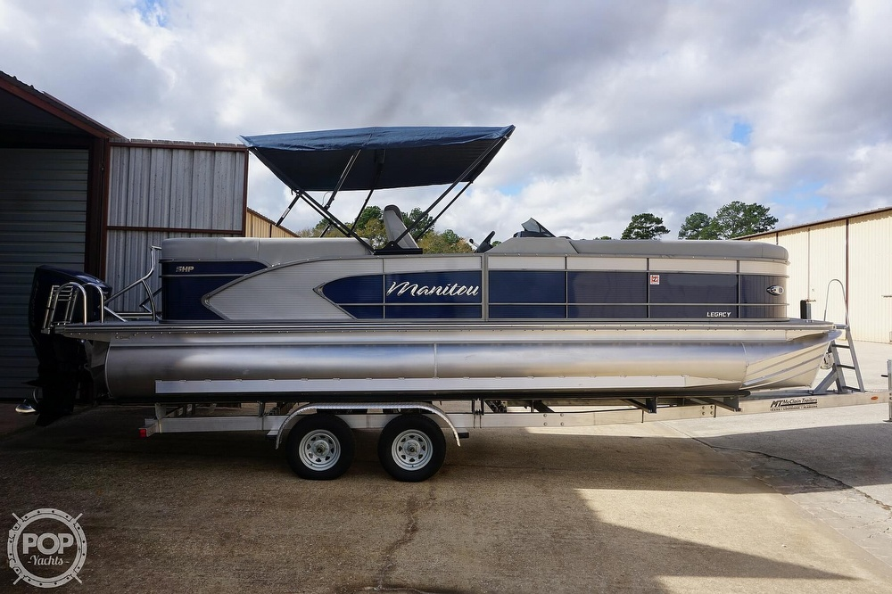 2020 Manitou boat for sale, model of the boat is 25 Legacy RF SHP & Image # 2 of 40