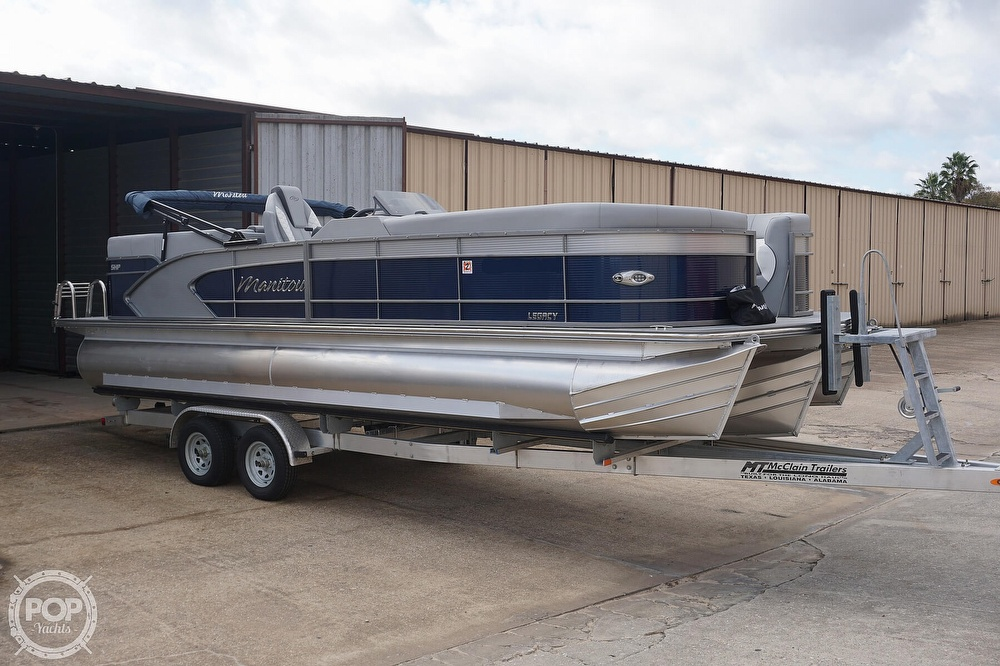 2020 Manitou boat for sale, model of the boat is 25 Legacy RF SHP & Image # 11 of 40