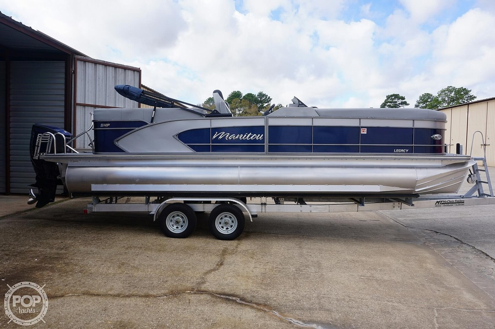 2020 Manitou boat for sale, model of the boat is 25 Legacy RF SHP & Image # 12 of 40