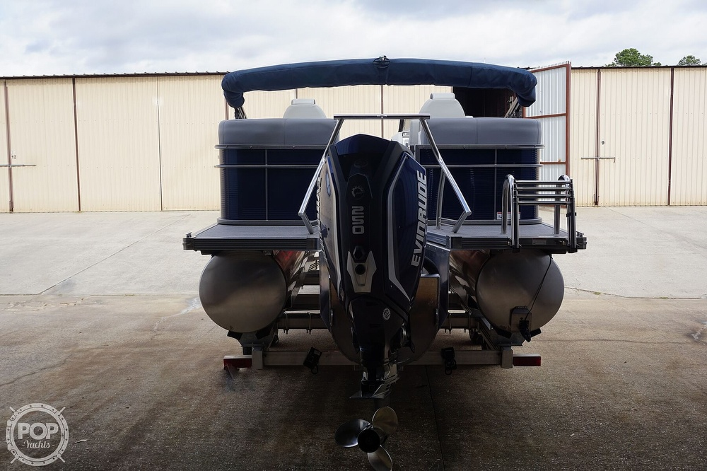 2020 Manitou boat for sale, model of the boat is 25 Legacy RF SHP & Image # 13 of 40