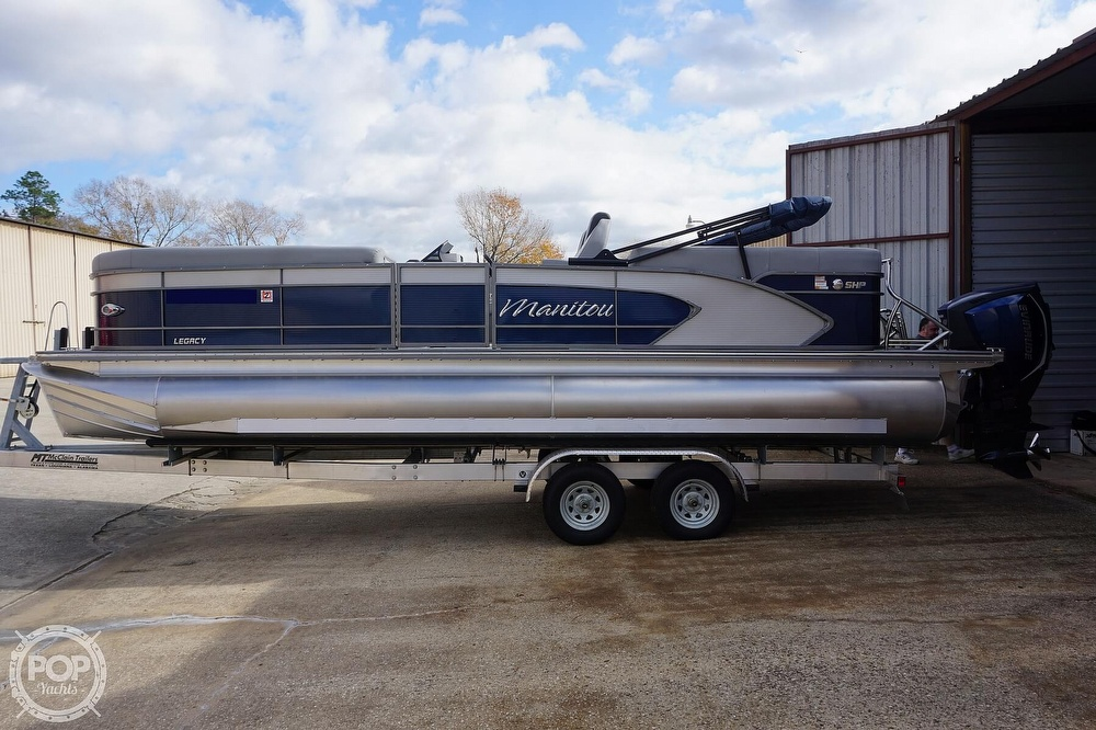 2020 Manitou boat for sale, model of the boat is 25 Legacy RF SHP & Image # 14 of 40