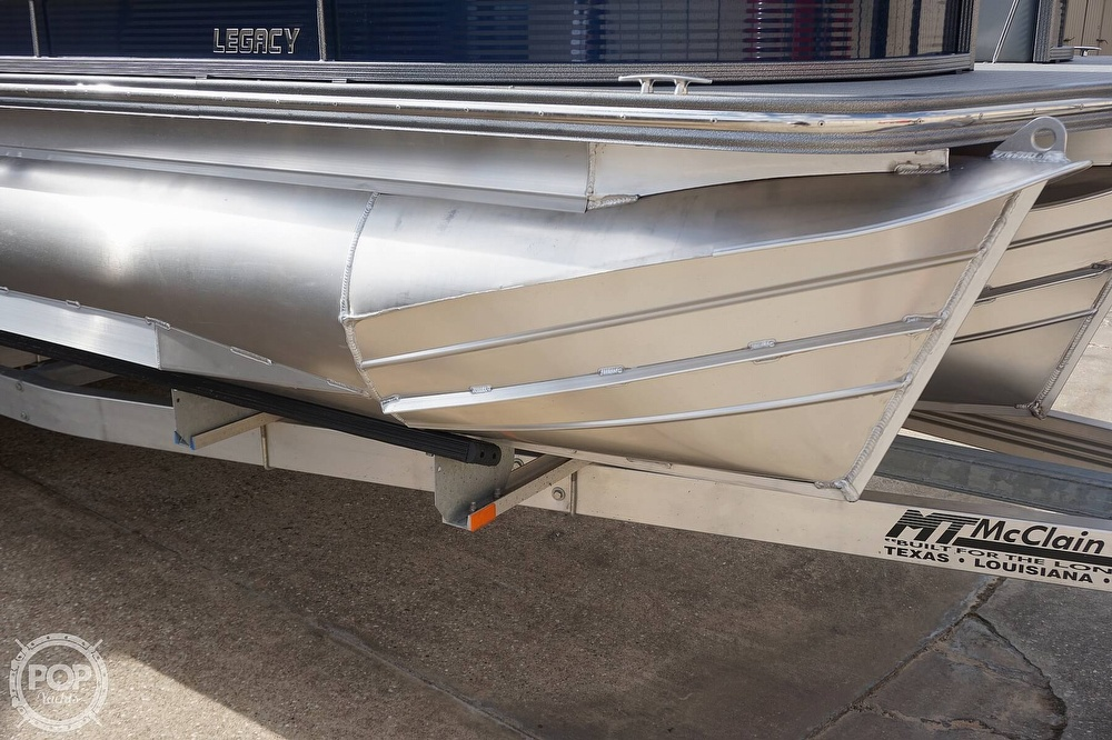 2020 Manitou boat for sale, model of the boat is 25 Legacy RF SHP & Image # 19 of 40
