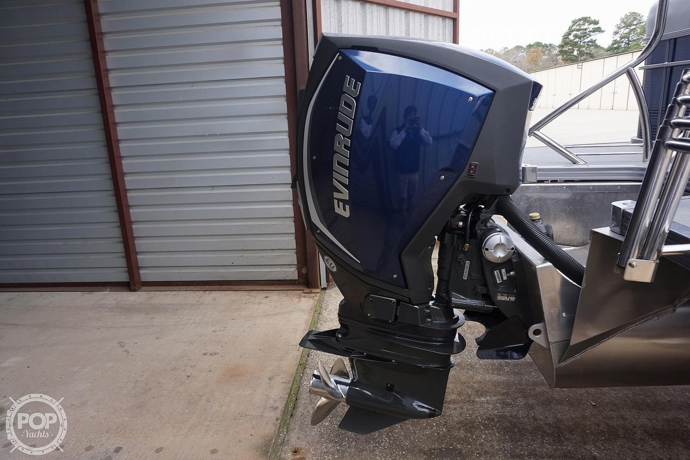 2020 Manitou boat for sale, model of the boat is 25 Legacy RF SHP & Image # 31 of 40