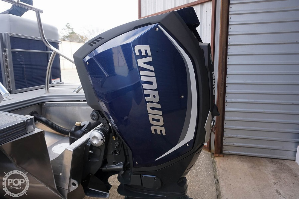 2020 Manitou boat for sale, model of the boat is 25 Legacy RF SHP & Image # 35 of 40