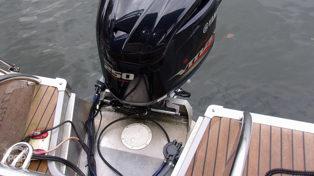 2011 Manitou boat for sale, model of the boat is SHP 27 Legacy & Image # 9 of 40