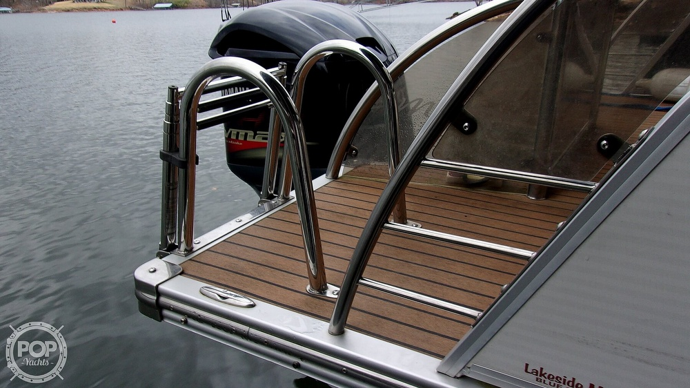 2011 Manitou boat for sale, model of the boat is SHP 27 Legacy & Image # 12 of 40