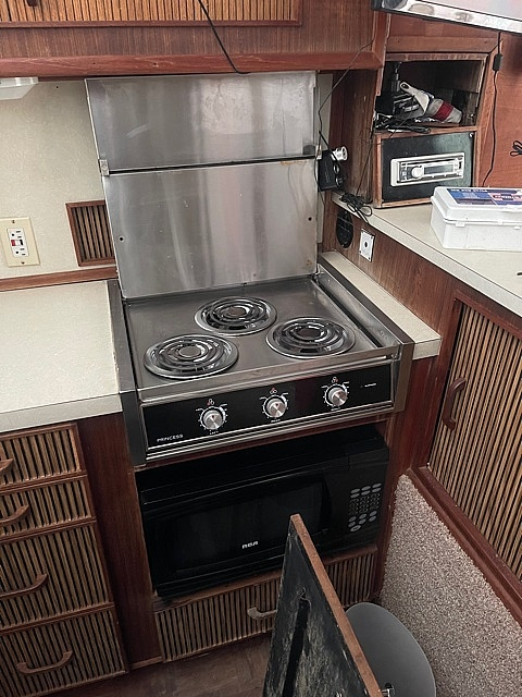 1986 Sea Ray boat for sale, model of the boat is 390 SF & Image # 27 of 40