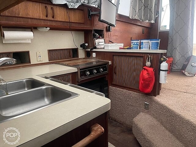 1986 Sea Ray boat for sale, model of the boat is 390 SF & Image # 29 of 40