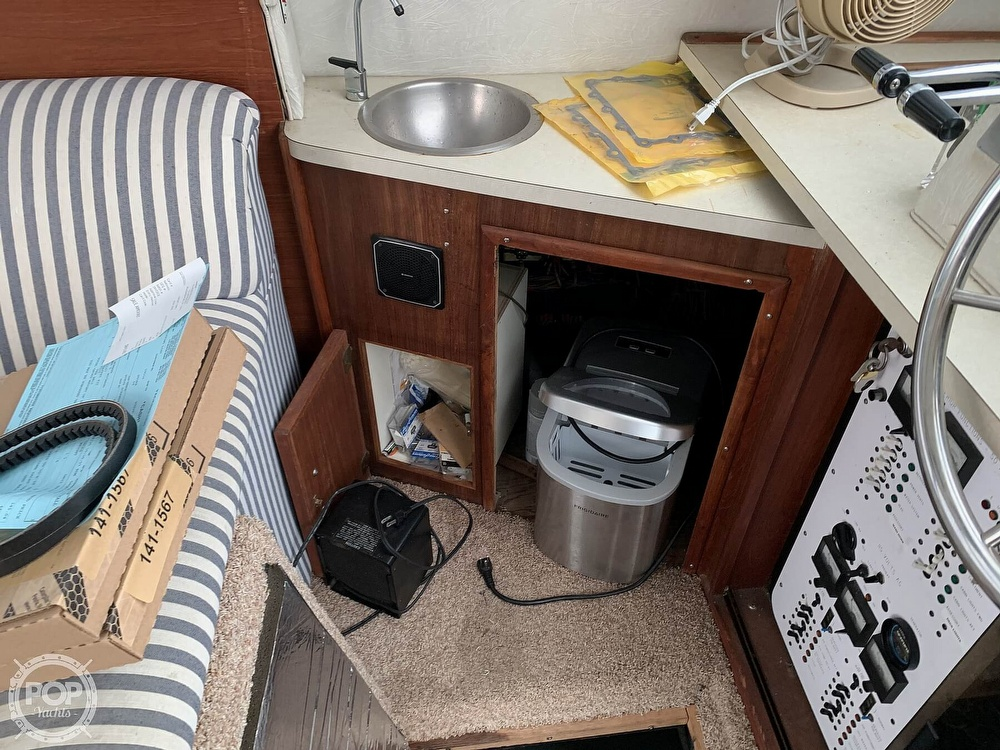 1986 Sea Ray boat for sale, model of the boat is 390 SF & Image # 19 of 40