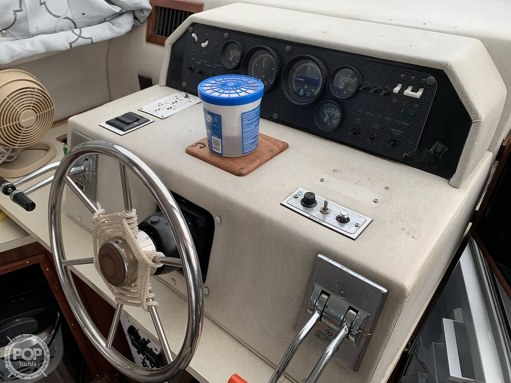 1986 Sea Ray boat for sale, model of the boat is 390 SF & Image # 17 of 40