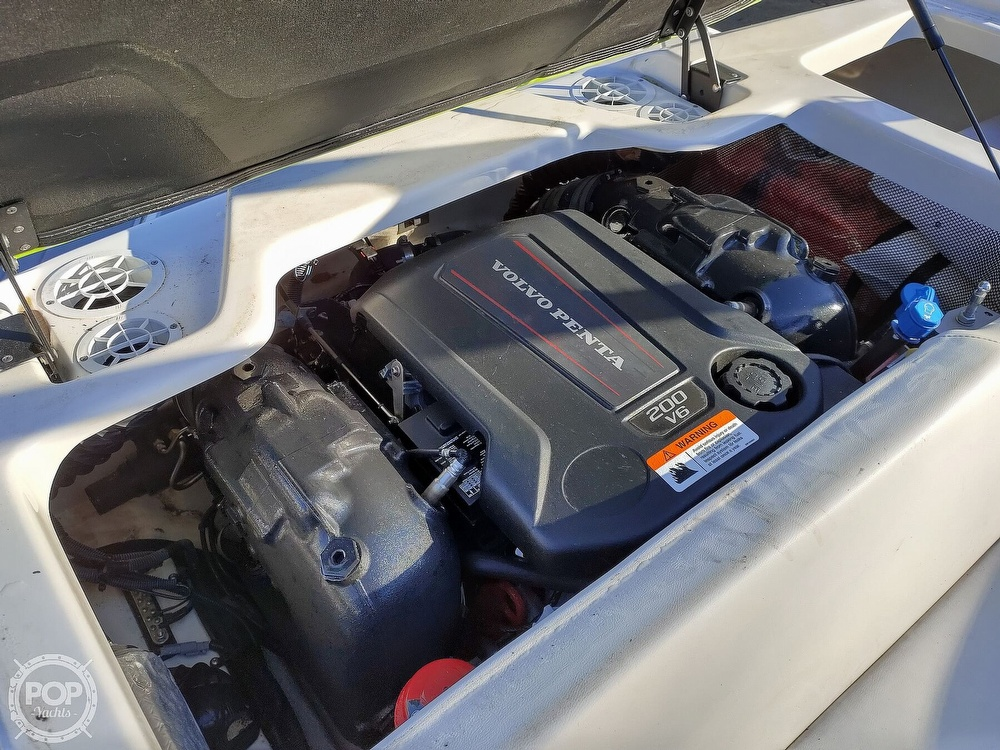 2017 Regal boat for sale, model of the boat is 1900 ESX & Image # 5 of 40