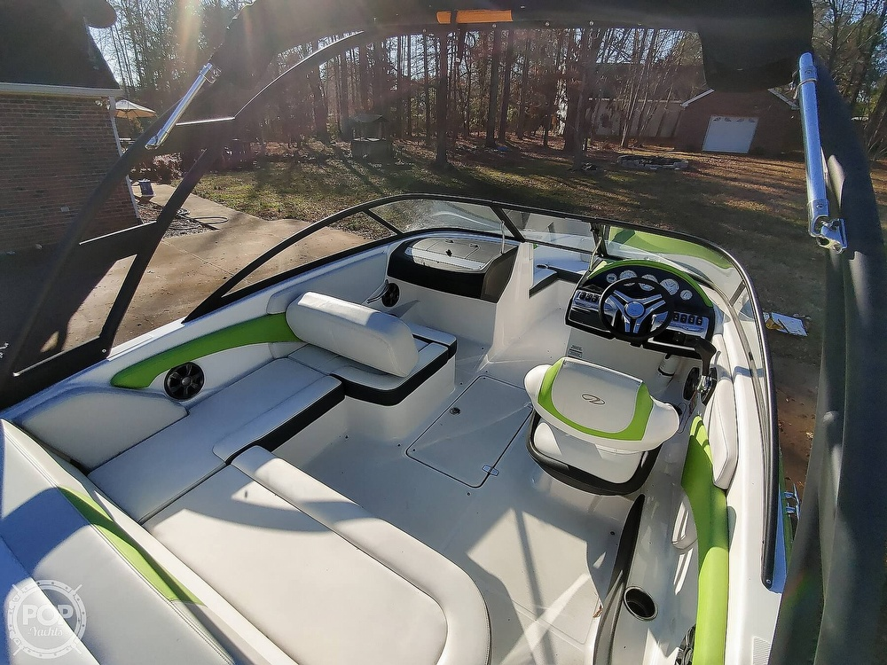 2017 Regal boat for sale, model of the boat is 1900 ESX & Image # 4 of 40