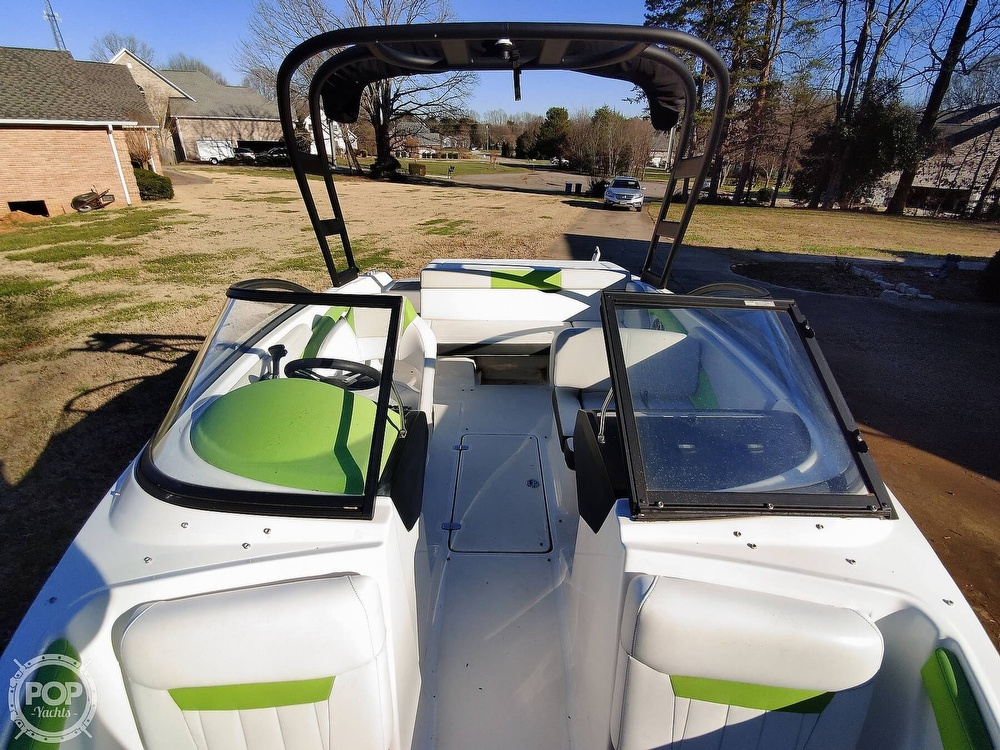 2017 Regal boat for sale, model of the boat is 1900 ESX & Image # 10 of 40
