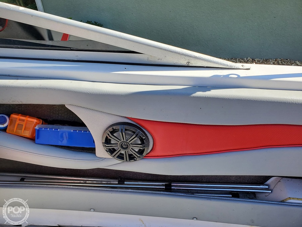 2001 Four Winns boat for sale, model of the boat is 260 Horizon & Image # 17 of 40