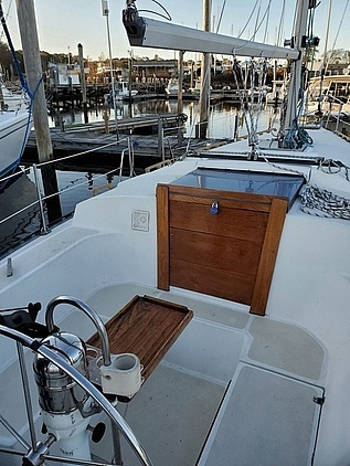 1984 Endeavour boat for sale, model of the boat is 33 & Image # 2 of 13