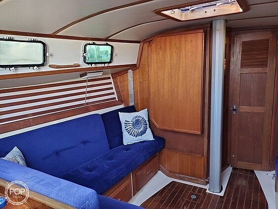 1984 Endeavour boat for sale, model of the boat is 33 & Image # 3 of 13