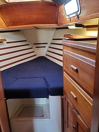 1984 Endeavour boat for sale, model of the boat is 33 & Image # 5 of 13