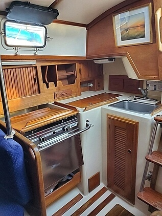 1984 Endeavour boat for sale, model of the boat is 33 & Image # 6 of 13