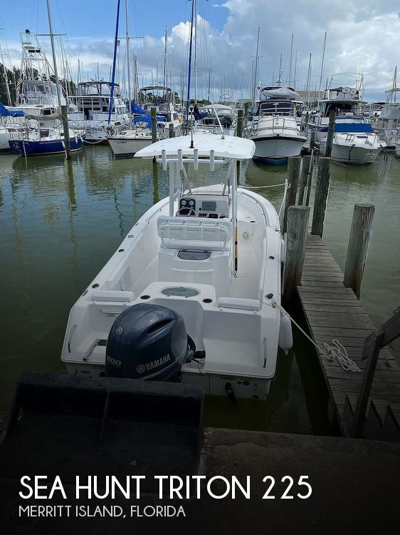 2014 Sea Hunt boat for sale, model of the boat is Triton 225 & Image # 1 of 40