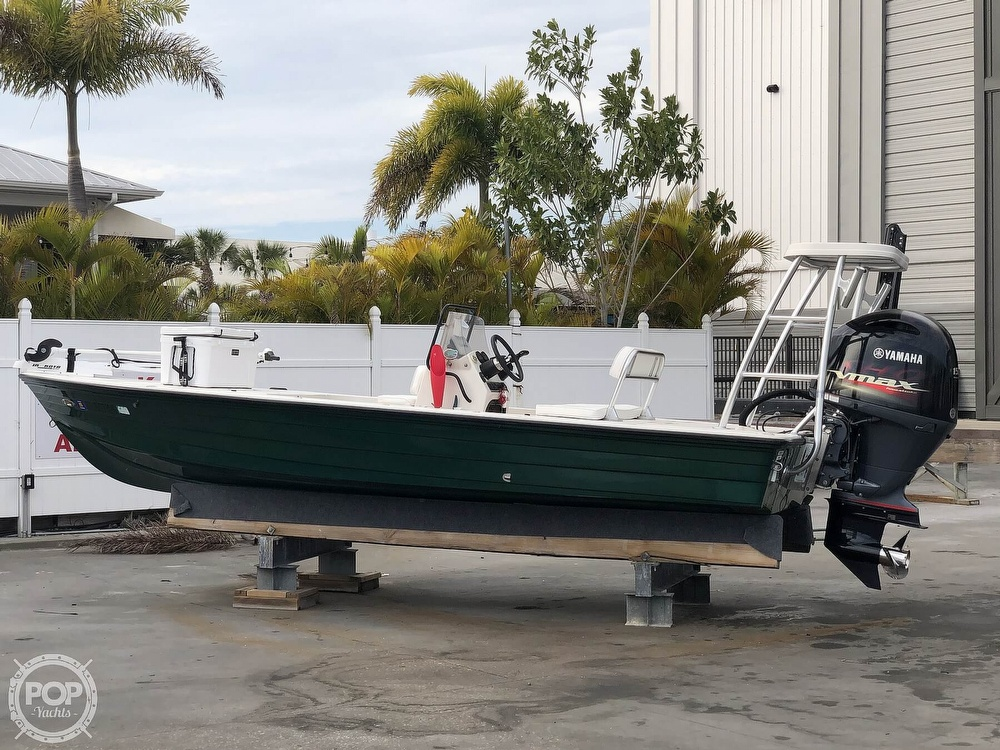 2000 Hewes boat for sale, model of the boat is Red fisher 19 & Image # 2 of 40