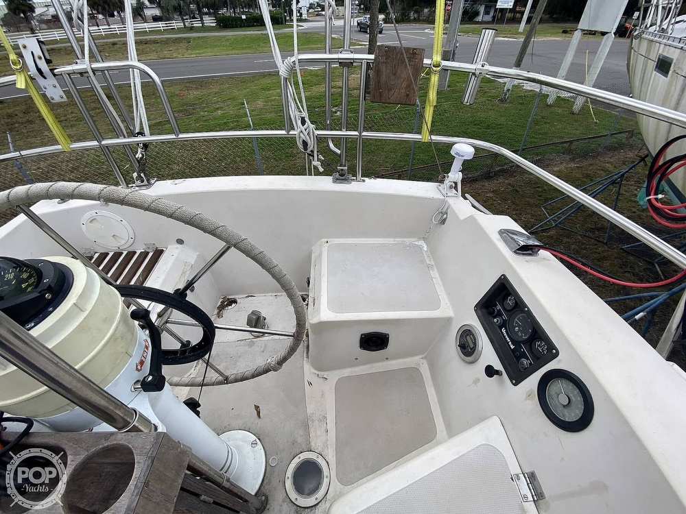 1985 Laguna boat for sale, model of the boat is 30 & Image # 6 of 40