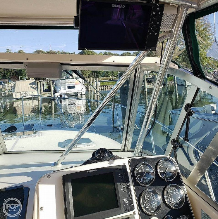 2001 Pursuit boat for sale, model of the boat is 3000 Express & Image # 14 of 40
