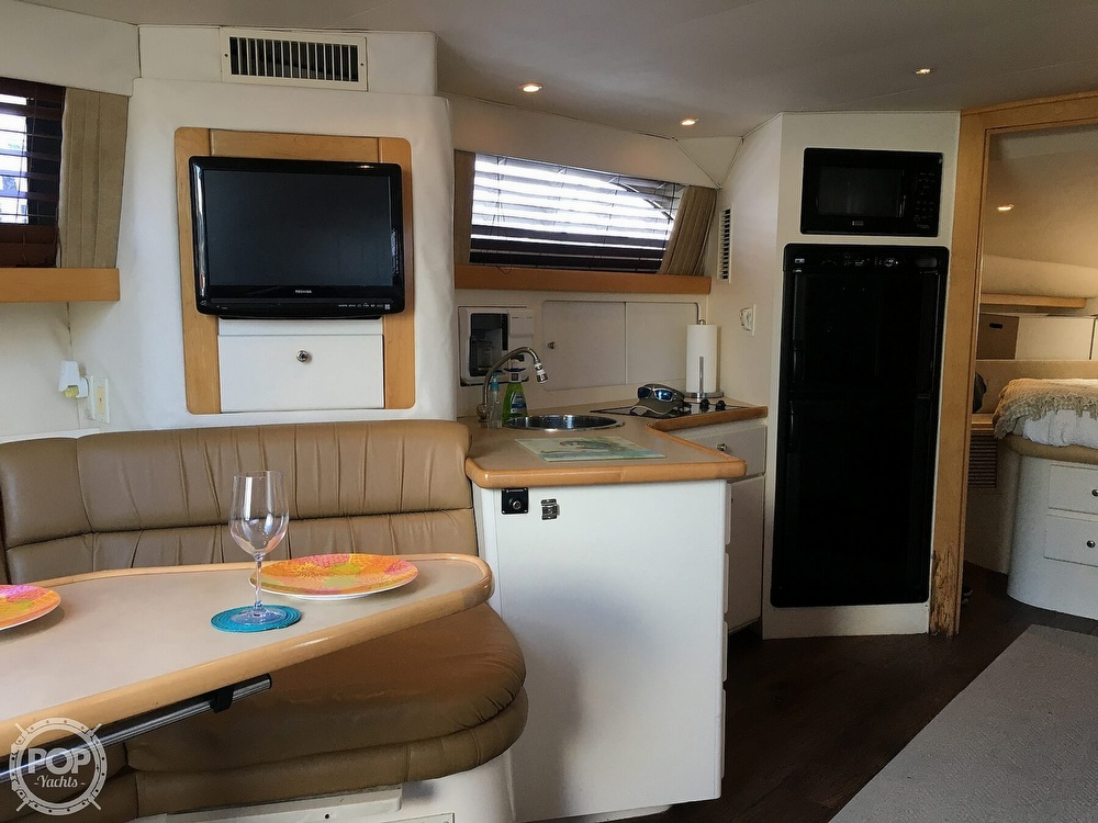 2000 Carver boat for sale, model of the boat is 380 Santego Flybridge Cruiser & Image # 9 of 40
