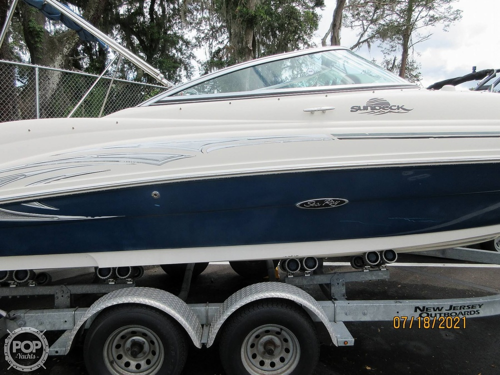 2006 Sea Ray boat for sale, model of the boat is 220 Sundeck & Image # 2 of 40