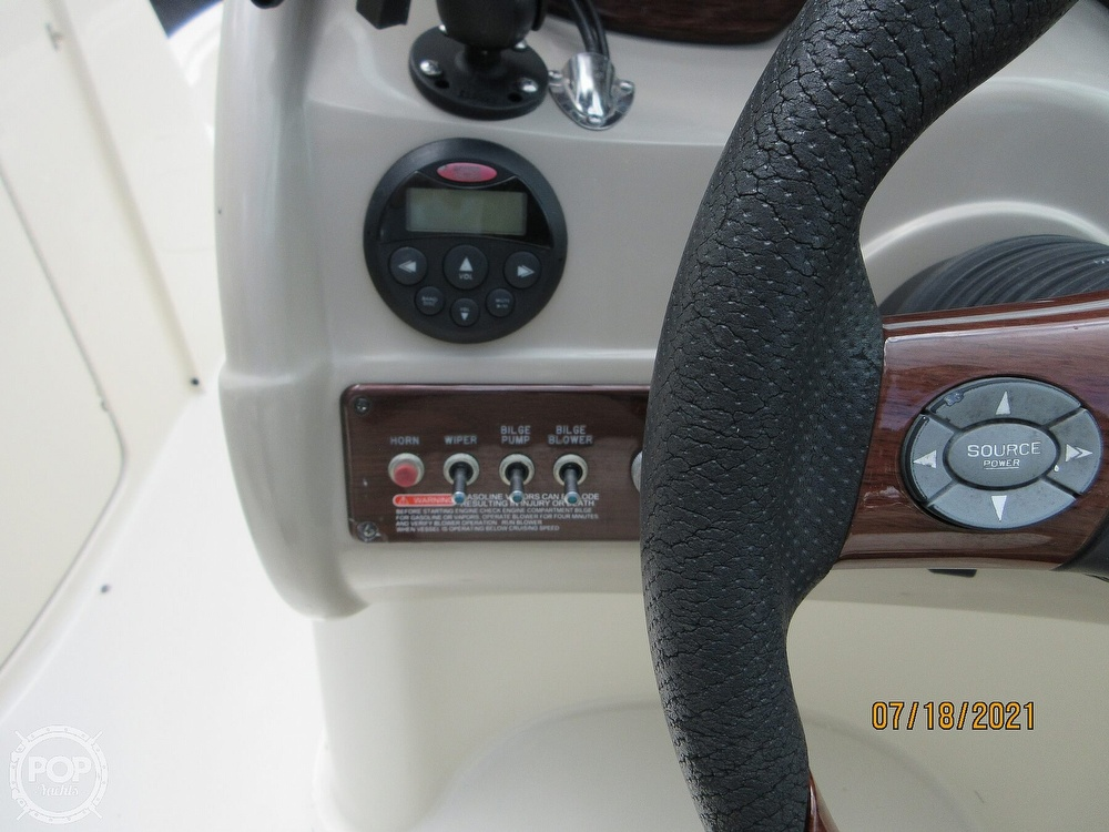 2006 Sea Ray boat for sale, model of the boat is 220 Sundeck & Image # 10 of 40