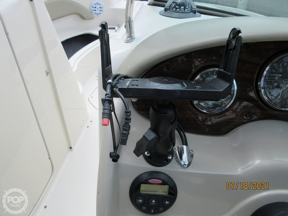 2006 Sea Ray boat for sale, model of the boat is 220 Sundeck & Image # 14 of 40