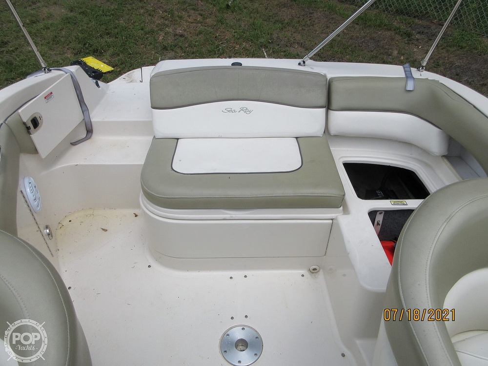 2006 Sea Ray boat for sale, model of the boat is 220 Sundeck & Image # 5 of 40