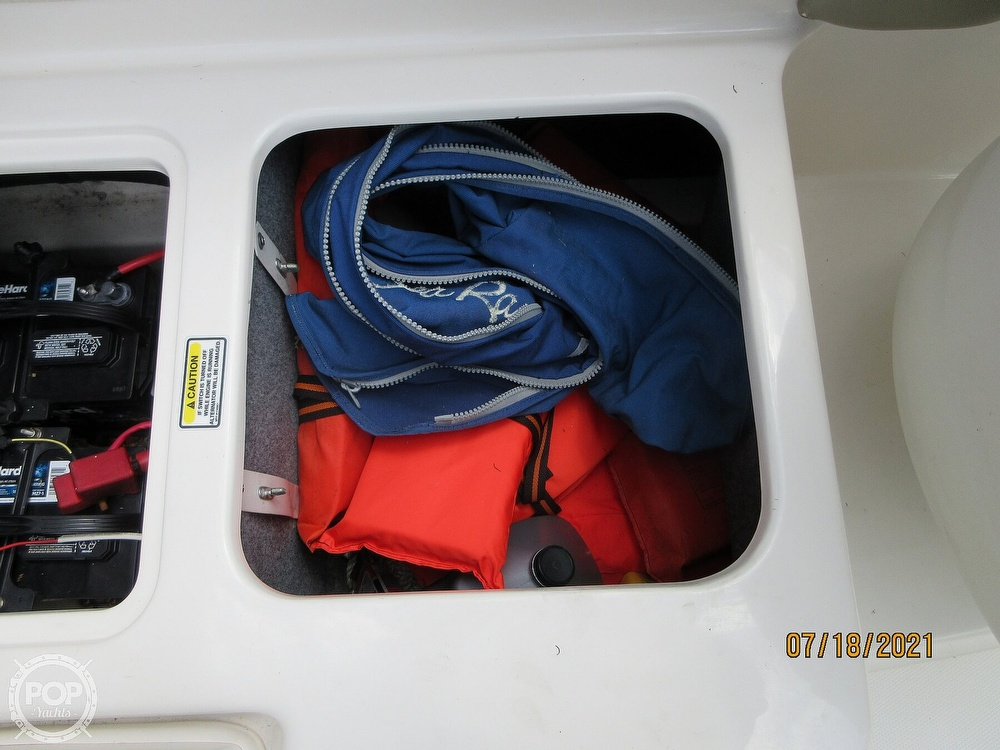 2006 Sea Ray boat for sale, model of the boat is 220 Sundeck & Image # 35 of 40