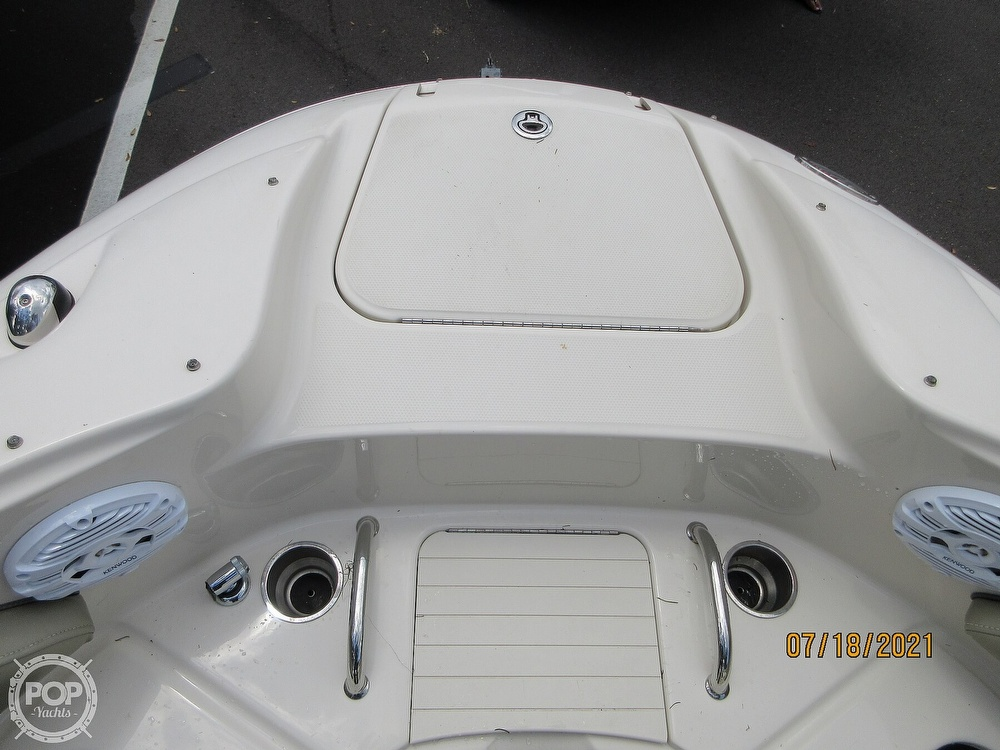 2006 Sea Ray boat for sale, model of the boat is 220 Sundeck & Image # 26 of 40