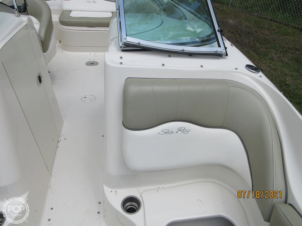 2006 Sea Ray boat for sale, model of the boat is 220 Sundeck & Image # 27 of 40