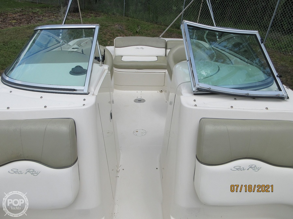 2006 Sea Ray boat for sale, model of the boat is 220 Sundeck & Image # 29 of 40