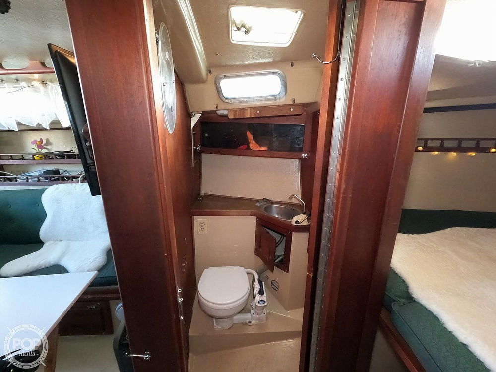 1980 Catalina Yachts boat for sale, model of the boat is 30 & Image # 13 of 40