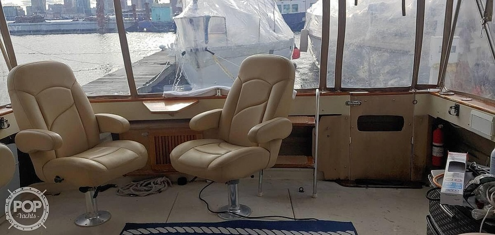 1983 Sea Ray boat for sale, model of the boat is 340 Express Cruiser & Image # 13 of 22