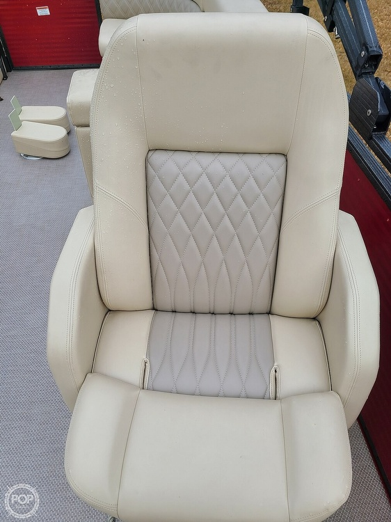 2020 Lexington boat for sale, model of the boat is X-Treme 524 & Image # 5 of 40