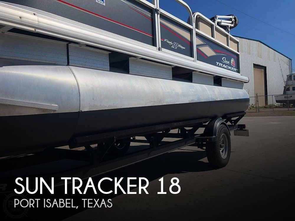 2019 Sun Tracker boat for sale, model of the boat is Party Barge 18 DLX & Image # 1 of 3