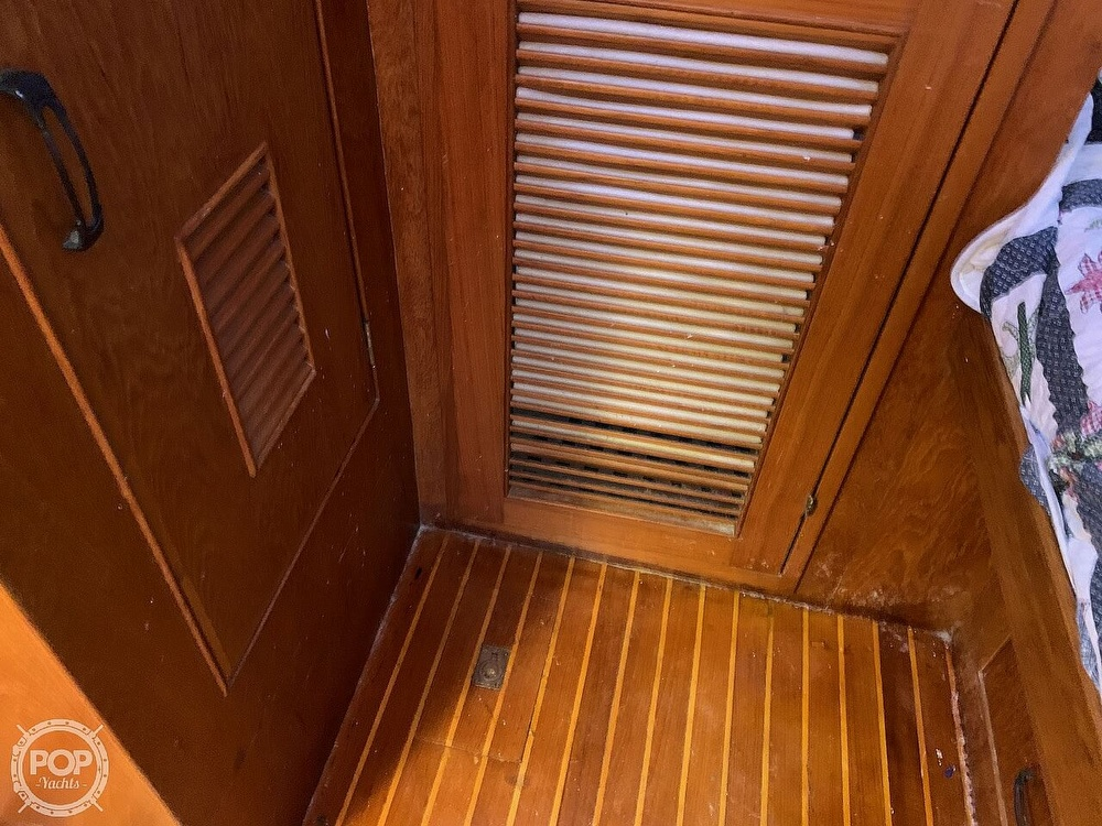 1984 Universal boat for sale, model of the boat is Hampton Bay 39 & Image # 33 of 40