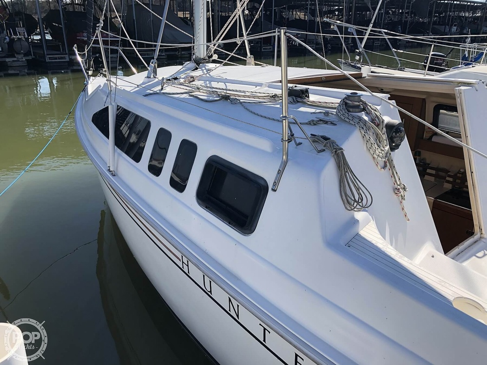 1999 Hunter boat for sale, model of the boat is 260 & Image # 13 of 40