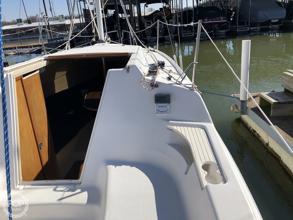 1999 Hunter boat for sale, model of the boat is 260 & Image # 29 of 40
