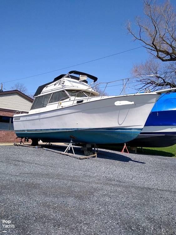 1983 Bayliner boat for sale, model of the boat is 3270 Explorer & Image # 5 of 40