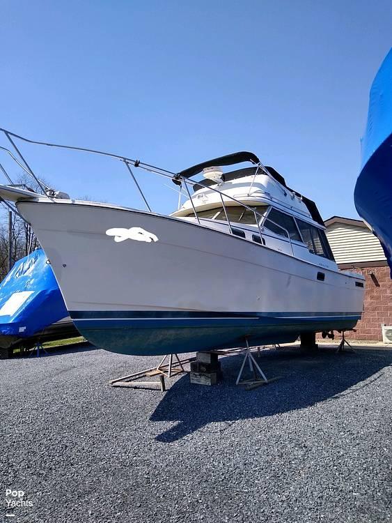 1983 Bayliner boat for sale, model of the boat is 3270 Explorer & Image # 6 of 40