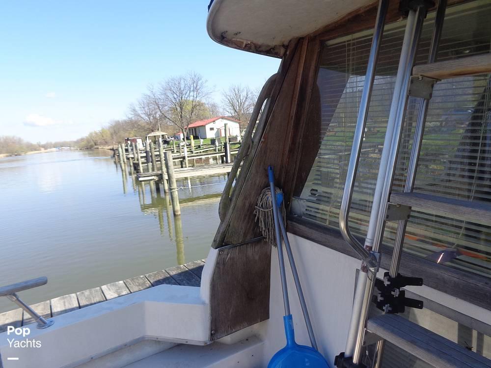 1983 Bayliner boat for sale, model of the boat is 3270 Explorer & Image # 26 of 40