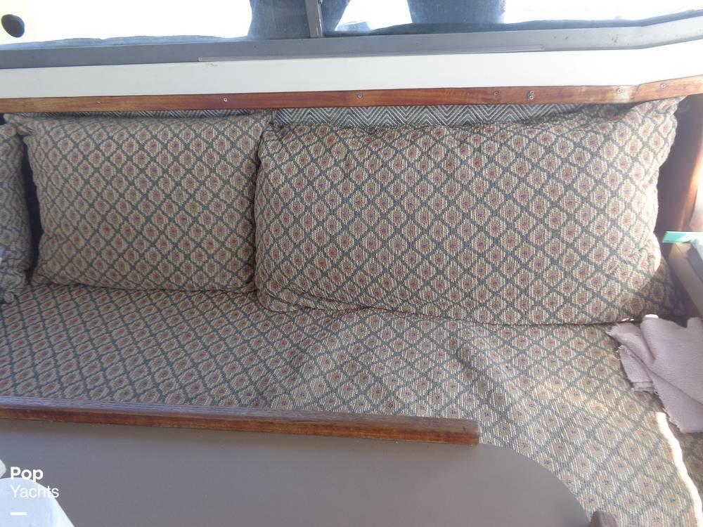 1983 Bayliner boat for sale, model of the boat is 3270 Explorer & Image # 38 of 40