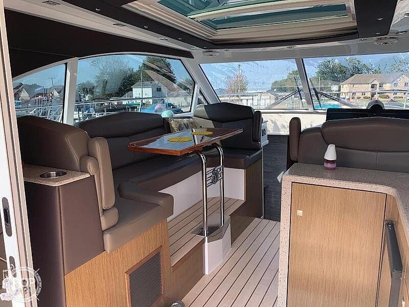 2014 Cruisers Yachts 41 Cantius - image 10