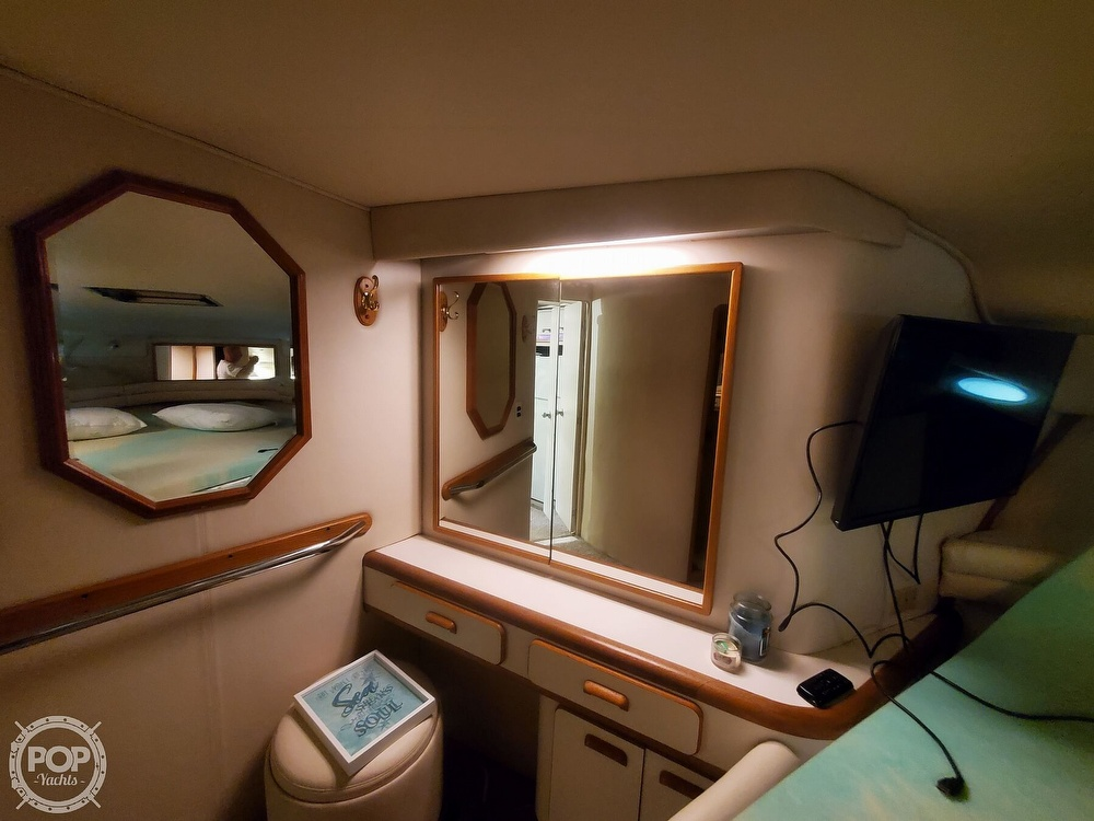 1992 Sea Ray boat for sale, model of the boat is 500 Sundancer & Image # 30 of 40